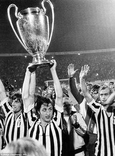 Johan Cruyff holds aloft the European Cup in 1973 after winning it with Ajax for the third straight year Laws Of The Game, Afc Ajax, International Soccer, Association Football, Most Popular Sports, European Cup, Juventus Fc, Uefa Champions League, Best Player