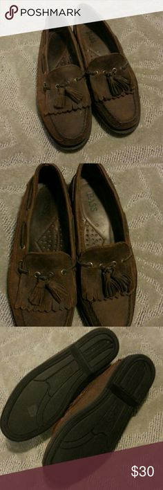 Bass loafers men's 8.5 Men's Bass brown loafers size 8.5 . Never worn. Buy ya man something too 😛😘😎 Bass Shoes Loafers & Slip-Ons
