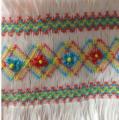 Smocking Plates, Smocking Patterns, Smocking Tutorial, Hand Embroidery Tutorial, Little Girl Outfits, Little Girls, Sewing Hacks, Sewing Projects, Punto Smok