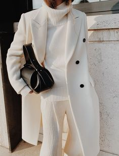 all white outfit for fall Fashion Moda, Look Fashion, Fashion Outfits, Fashion Trends, White Fashion, Parisian Fashion, French Fashion, Fashion Styles, Retro Fashion