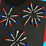 Q-Tip Fireworks Craft for Kids - of July Crafts for Kids Stars, stripes, fireworks, and flags. Grab the kids and the craft supplies and get creative with some fun and easy of July crafts for kids. Preschool Crafts, Kids Crafts, Arts And Crafts, Easy Crafts, Crafts For Preschoolers, Kindergarten Crafts, Adult Crafts, Daycare Crafts, Toddler Crafts