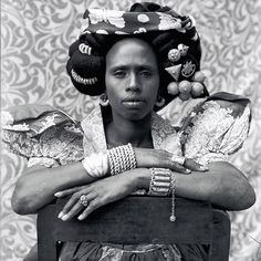 Malian photographer Seydou Keïta — was mostly known for his portraits of people and families which he took between 1940 and the early and that are widely acknowledged not only as a record of Malian society but also as pieces of art. Seydou Keita, French West Africa, Contemporary African Art, Modern Contemporary, Old Portraits, Black Image, Great Photographers, African Culture, Artistic Photography