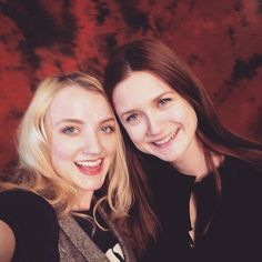 Evanna Lynch (Luna Lovegood) and Bonnie Wright (Ginny Weasley), Harry Potter cast reunion Gina Harry Potter, Mundo Harry Potter, Harry Potter Pictures, Harry Potter Characters, Harry Potter World, Ginny Weasley, Hermione Granger, Luna Lovegood, Bonnie Wright