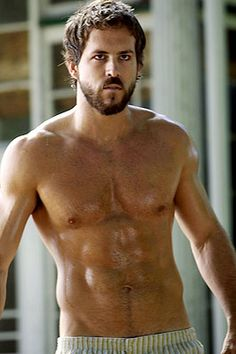 watched The Amityville Horror today. crappy movie yet ryan reynolds has a pretty sexy beard.