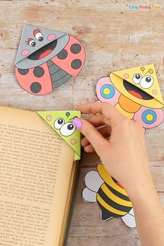 Bugs Corner Bookmarks With Template - Easy Peasy and Fun Easter Crafts, Crafts For Kids, Snow Globe Crafts, Corner Bookmarks, Spring Crafts, Easy Peasy, Ladybug, Bugs, Origami
