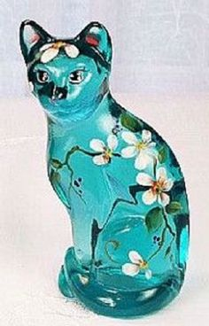 Fenton blue cat with daisies Cut Glass, Glass Art, Willow Tree Angels, Fenton Glassware, Glass Figurines, Glass Animals, Blue Cats, Carnival Glass, Antique Glass