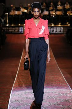 See the complete Marc Jacobs Spring 2016 Ready-to-Wear collection.