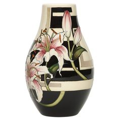 The Stargazer Lily vase from Moorcroft is a hand-painted slice of collectible history – a sublimely decorative piece for the home. Porcelain Ceramics, Ceramic Vase, Pottery Painting, Pottery Art, Painted Vases, Hand Painted, Glass Art Design, Vase Arrangements, Tea Art
