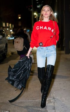 Elsa Hosk struts her stuff in red Chanel sweatshirt and blue jeans Models Off Duty, Model Off Duty Style, Model Street Style, Star Fashion, Fashion Outfits, Elsa Hosk, Swagg, Celebrity Style, Autumn Fashion