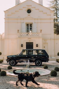 Cappuccinos, Cigars, And Shotguns: Building The Ultimate Gentleman's Range Rover - the classic Range Rover driver - Cars Range Rover Classic, Range Rover Lwb, Range Rover Sport, Bmw I3, Toyota Prius, Land Rover Defender, Garage Workshop Plans, Lifted Ford Trucks, Land Rovers