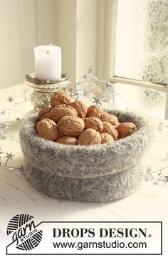 "Free pattern: Felted DROPS Christmas basket in ""Eskimo"". ~ #DROPSDesign #Garnstudio #FeltingFever"