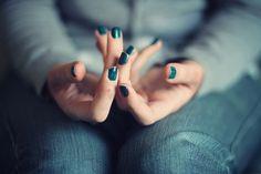 Bleu ou vert sur les ongles vous aimez ?  Découvrez les vernis soins Bleus Manucurist http://www.manucure-beaute.com/52804-les-bleus  Et les vernis soin vert Manucurist http://www.manucure-beaute.com/52813-les-verts