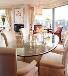 Retour à la douceur dans un condo   CHEZ SOI  © TVA Publications   Yves Lefebvre #deco #salleamanger #table #foyer