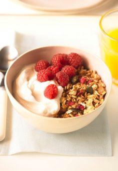 Petit déjeuner rapide: recettes de petit-déjeuner express, petit-déj top chrono, petit-déjeuner - Voici une recette qui change du simple bol de céréales arrosé de lait ! Pour un résultat top chrono, n'hésitez pas à faire décongeler vos framboises 24 h à l'avance. Pour 1 pers...