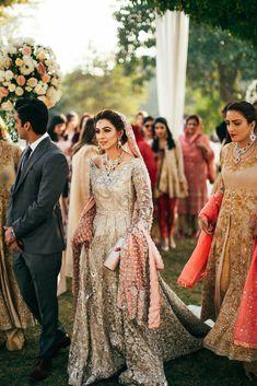 New wedding reception indian dress saree ideas Pakistani Wedding Outfits, Pakistani Bridal Dresses, Pakistani Wedding Dresses, Bridal Outfits, Bridal Lehenga, Indian Dresses, Dress Wedding, Pakistani Formal Hairstyles, Asian Wedding Dress Pakistani