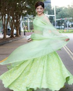Mawra is wearing lehnga by omrose.pk, clutch by Garéma for hum awards 2019 in houston Eid Dresses, Party Wear Dresses, Casual Dresses, Fashion Dresses, Pakistani Couture, Pakistani Outfits, Indian Couture, Bollywood Lehenga, Pakistani Street Style