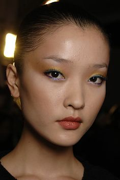 contrasting colors on upper and lower lids; MAKEUP JUNKIE: Make-up 101: How to Apply Eye Shadow for Asian Eyes