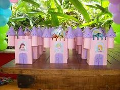 Resultado de imagen para castillos con cajas de carton- para sacarse fotos