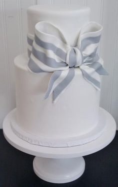 Simple Stripe Bow Cake, but with black and white