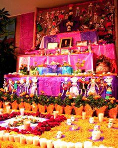 Altar de dia de Muertos (Traditional Day of the Dead Altar)