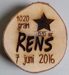 Geboortebord op hout www.decoratietakken.nl