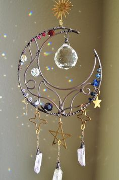 Wire Crafts, Diy And Crafts, Arts And Crafts, Carillons Diy, Sun Catchers, Dark Gothic, Fete Halloween, Creation Deco, Beads And Wire
