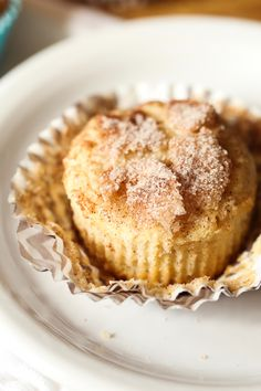 Snickerdoodle Muffins! Soft, cakey muffins, topped with crunchy cinnamon sugar! from @cookiesandcups