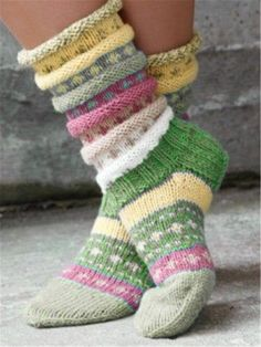 Casual Green Vintage Knit Fuzzy Socks - Lilly is Love Vogue Knitting, Knitting Socks, Knit Socks, Woolen Socks, Casual Sweaters, Casual Tops, Striped Sweaters, Knitted Gloves, Vintage Knitting