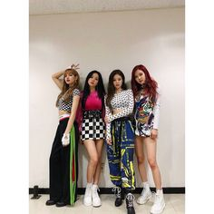 Find images and videos about kpop, rose and blackpink on We Heart It - the app to get lost in what you love. Blackpink Lisa, Jennie Blackpink, Blackpink Fashion, Korean Fashion, Womens Fashion, Stage Outfits, Kpop Outfits, Forever Young, Kpop Girl Groups