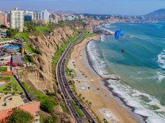 Peru. Destino típico de mochileiros, Peru reserva muitos encantos, que vão além das trilhas para Machu Picchu. Lima é uma cidade completa, com praia e metrópole, e uma road trip pelo país também é uma boa pedida.