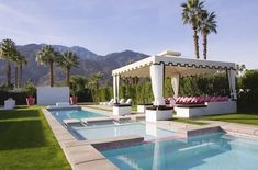 """Columbian-born designer, Moises Esquenazi designed this beautiful Palm Springs home, which was named as one of Metropolitan Home Magazine's """"Best Homes in America."""" This Palm Springs vacation home was built for entertaining on a grand Palm Springs, Outdoor Rooms, Outdoor Living, Outdoor Life, Outdoor Gardens, Palm Desert, Spring Home, Cool Pools, House And Home Magazine"""