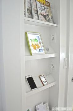 charging station/drop zone between studs in mudroom locker? Kitchen Designs Photos, Kitchen Photos, Modern Kitchen Design, Drop Zone, Home Command Center, Kitchen Wall Colors, Home Organization, Organizing, E Design