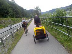 Nachdem wir gestern, oder dann doch vorgestern, im Anschluss auf unsere Ankunft in Passau einen äußerst steilen Umweg von gut fünf Kilometern in unsere Schlafstätte in Kellberg nahmen, weil die ger…