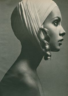 Twiggy, with curl 1960s