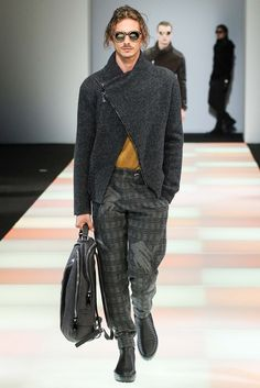 See all the Collection photos from Emporio Armani Autumn/Winter 2015 Menswear now on British Vogue Emporio Armani, Fashion Books, Fashion Show, Men's Fashion, Milan Fashion, Unisex Fashion, Runway Fashion, Armani 2015, Ted Baker Womens