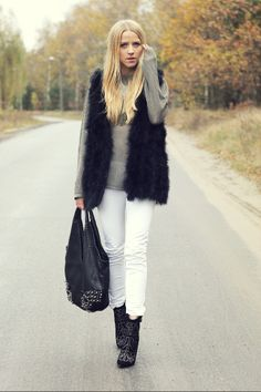 White pants look totally seasonal with a touch of fur and a pair of studded ankle boots. White Jeans Outfit, White Pants, White Denim, Trendy Outfits, Winter Outfits, Summer Outfits, Winter Wear, Autumn Winter Fashion, Winter Style