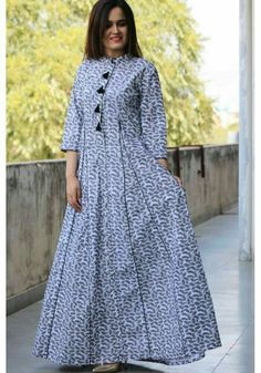 Simple Dresses, Casual Dresses, Fashion Dresses, Indian Gowns Dresses, Pakistani Dresses, Kurta Designs Women, Blouse Designs, Indian Designer Outfits, Designer Dresses