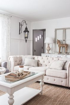 nice Déco Salon - A beautiful farmhouse living room that feels cozy, bright, and totally charming!...
