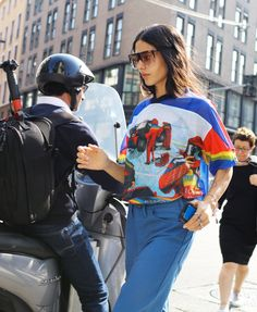 Gilda Ambrosio in a Loewe top and sunglasses - the SUNNIES