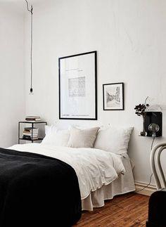 Wie man dein Zimmer in Schwarzweiss verziert. Black And White Bedroom Wall Decor Bedroom Themes, Home Decor Bedroom, Bedroom Furniture, Bedroom Ideas, Bedroom Designs, Wooden Furniture, White Furniture, Bedroom Styles, Bedroom Inspo