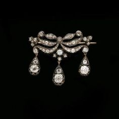 diamond brooch by Cartier. King Rama V bought this brooch from Cartier in the occasion of his 1897 first Europe Tour and gave it as a present to Queen Sawang Vadhana.