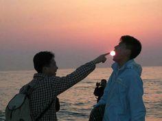 Você já viu ou tirou uma foto que parece montagem mas não é? Por exemplo, você pegando o sol, ou com um amigo seu em miniatura na sua mão? Isso se chama