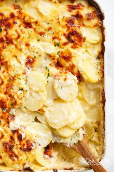 Garlic Parmesan Scalloped Potatoes layered in a creamy garlic sauce with parmesan and mozzarella is the best side dish to any meal! Garlic Baked Potatoes, Potato Wedges Baked, Garlic Parmesan, Garlic Cheese, Cheese Sauce, Roasted Potatoes, Potato Dishes, Potato Recipes, Best Potato Bake Recipe