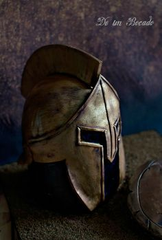 Spartan helmet cake Tarta casco espartano