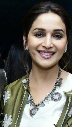 Madhuri d nene Top 10 Bollywood Actress, Beautiful Bollywood Actress, Most Beautiful Indian Actress, Bollywood Stars, Bollywood Celebrities, Beautiful Actresses, Hot Actresses, Timeless Beauty, My Beauty
