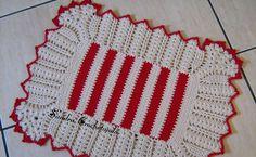 Nesta peça foi usado barbante São Francisco 100% algodão nº08 na cor cru e vermelho. . Para quem quiser o gráfico está AQUI .  Estás peça...