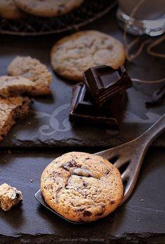 Biscuiti cu ciocolata - detaliu biscuiti Love Chocolate, I Love Food, Bagel, Crackers, Baked Goods, Biscuits, Deserts, Goodies, Food And Drink