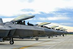 These are the most incredible Raptor images available. Find these and thousands more high quality military images here on Military Machine. Military Jets, Military Aircraft, Fighter Aircraft, Fighter Jets, American Air, American History, Military Girlfriend, Military Spouse, Navy Marine