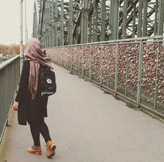 Casual Hijab Outfit, Hijab Chic, Hijab Dress, Hijabi Girl, Girl Hijab, Street Hijab Fashion, Muslim Fashion, Muslim Girls, Muslim Women