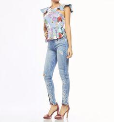 Blusa crop sisa con boleros Studio F Capri Pants, Blouses, Outfits, Fashion, Fashion Blouses, Jackets, Pants, Silhouette, Pattern Cutting